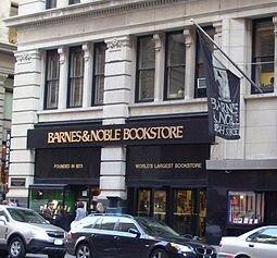 Головной магазин Barnes & Noble по Пятой Авеню 105 в Манхэттене, Нью-Йорк  работающий с 1932 года